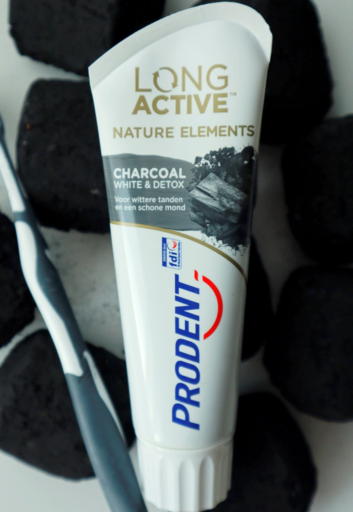 Prodent long active nature elements charcoal white & detox tandpasta