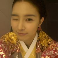 [News] 121120 Kim So Eun Memberikan Semangat Kru 'Horse Doctor' Dengan Kedipan Mata