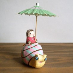 かたつむり土鈴 Claybell of Girl riding a Snail