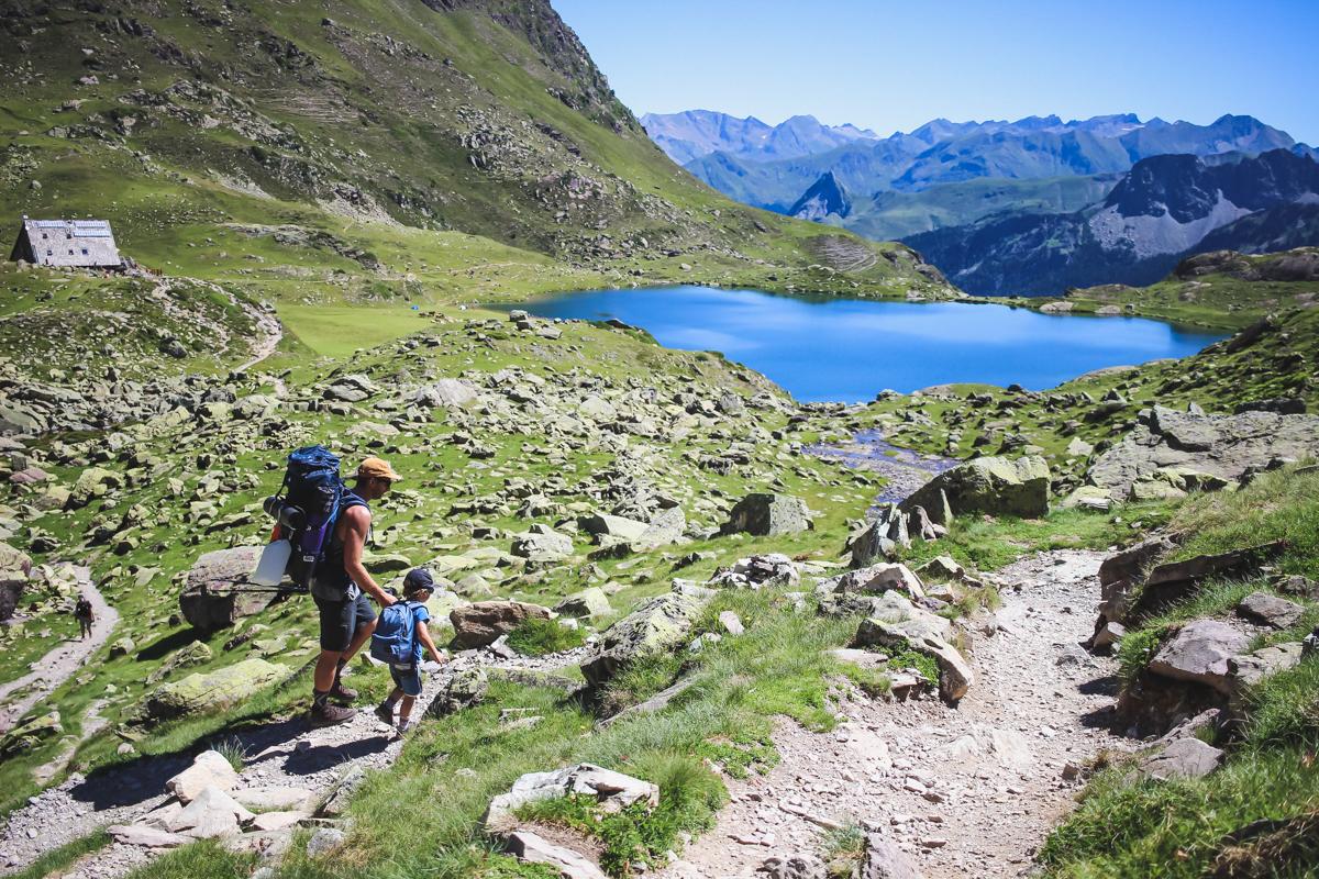 Refuge en randonnée des lacs d'Ayous dans les Pyrénées en Vallée d'Ossau
