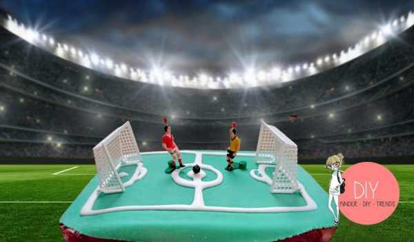 Kinderleichter Kuchen mit Fußballmotto