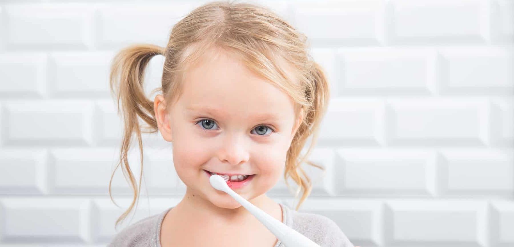Как научить малыша чистить зубы? - 1