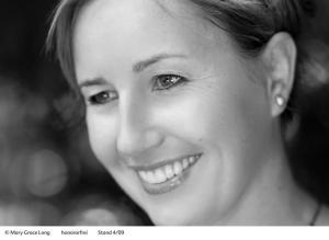 Kinderbuchautorin ulrike Rylance, die unter anderem die erfolgreiche Comic-Roman-Reihe Penny Pepper veröffentlciht hat