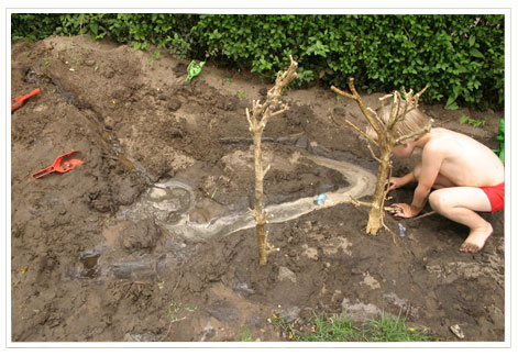 En als je eenmaal wat ouder bent, kun je met modder, takjes en steentjes mooie bouwwerken en constructies maken