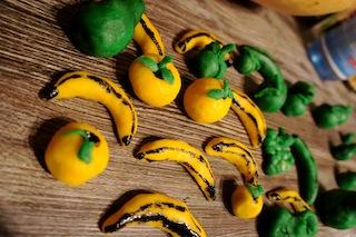 Tolle süße Früchtchen aus Marzipan für den Advent und die Feiertage ganz einfach selbst gemacht. Foto (c) kinderoutdoor.de