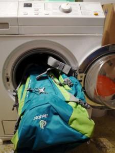 Rucksack reingen ist wichtig und richtig, aber nicht in der Waschmaschine. Foto (c) kinderoutdoor.de