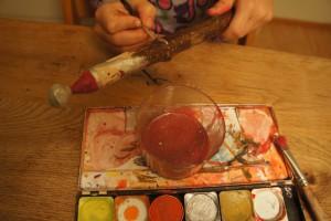 Werken mit Kinder: Nun bekommt der Nikolaus Farbe.  Foto (c) kinderoutdoor.de