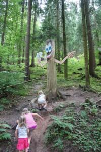 Der Schwarzwald bietet Euch einige Erlebnispfade um dort mit den Kindern zu wandern. foto (c) kinderoutdoor.de