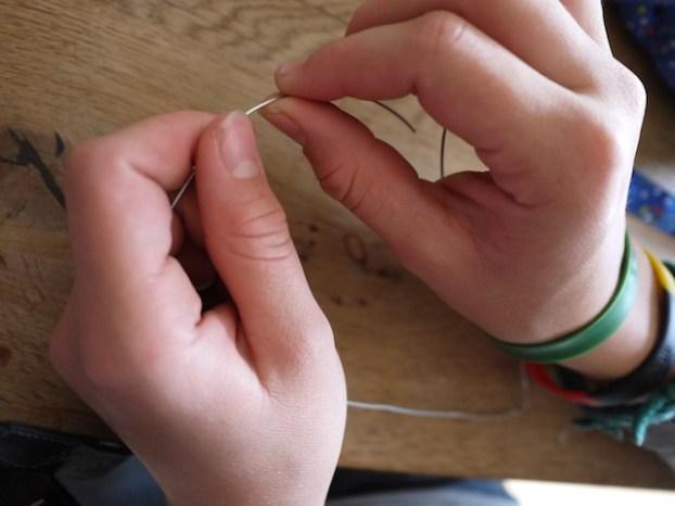 Bei unserer Anleitung für das Kastanienherz, ist der Draht das Herzstück der Bastelei. foto (c) kinderoutdoor.de