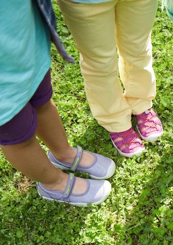 Sommerzeit, Sandalenzeit. Mit dem Keen Moxie sind die Füße der Mädchen geschützt. foto (c) keen