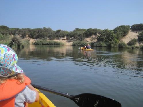 ein idealer Fluß um mit Kindern zu paddeln ist die Coghinas auf Sardinien. foto (c) kinderoutdoor.de