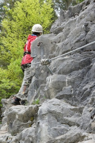 Bei einem Klettersteig den Ihr mit den Kindern druchkraxelt, sollte der Zustieg kurz sein. foto (c) kinderoutdoor.de