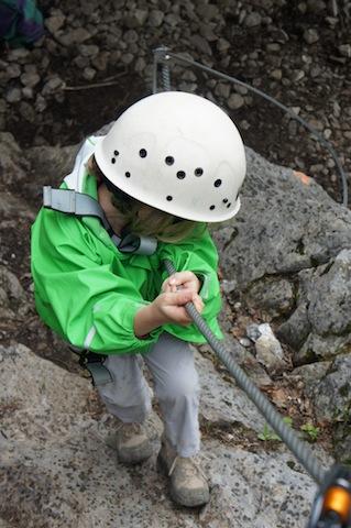 Sicherheit geht vor. Das gilt auch bei Klettersteigen für Familien foto (c) kinderoutdoor.de