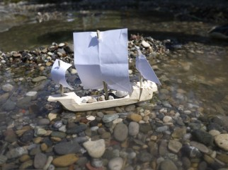 Unsere Kogge hat die Segel gesetzt und schippert los. foto (c) kinderoutdoor.de