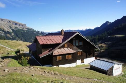 Mit Kindern auf Berghütten übernachten ist auf der Schwarzwasserhütte im Kleinwalsertal kein Problem. foto (c) kinderoutdoor.de