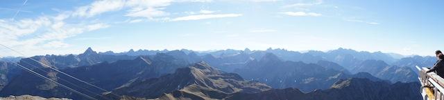 Wandern mit Kindern im Herbst: Über 400 Gipfel gibt es vom Nebelhorn zu sehen. foto (c) kinderoutdoor.de