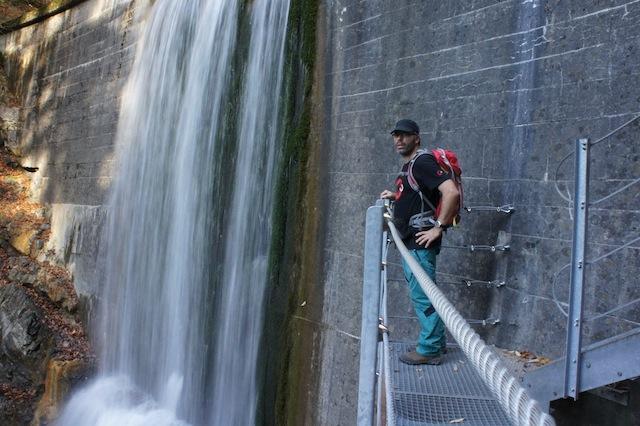 Die wilden Wasser vom Faltenbachtobel beeindrucken auch die Erwachsenen. foto (c)kinderoutdoor.de