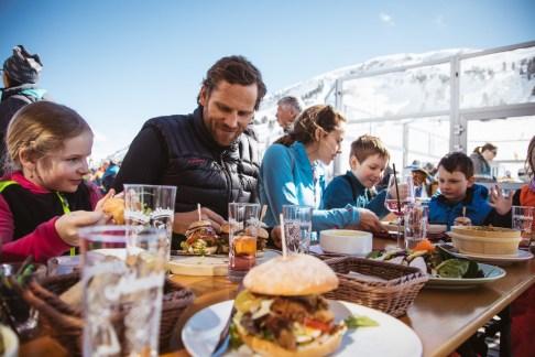 In Warth-Schröcken ist der Winterurlaub für die Familie auch kulinarisch ein Gewinn. Foto: Warth-Schröcken/Sebastian Stiphout