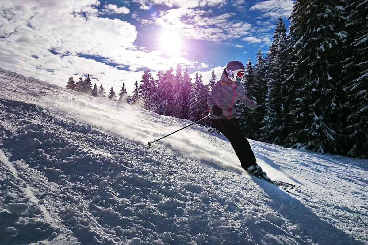 druckbedingungen im koordinationstraining - skifahren mädchen schnee