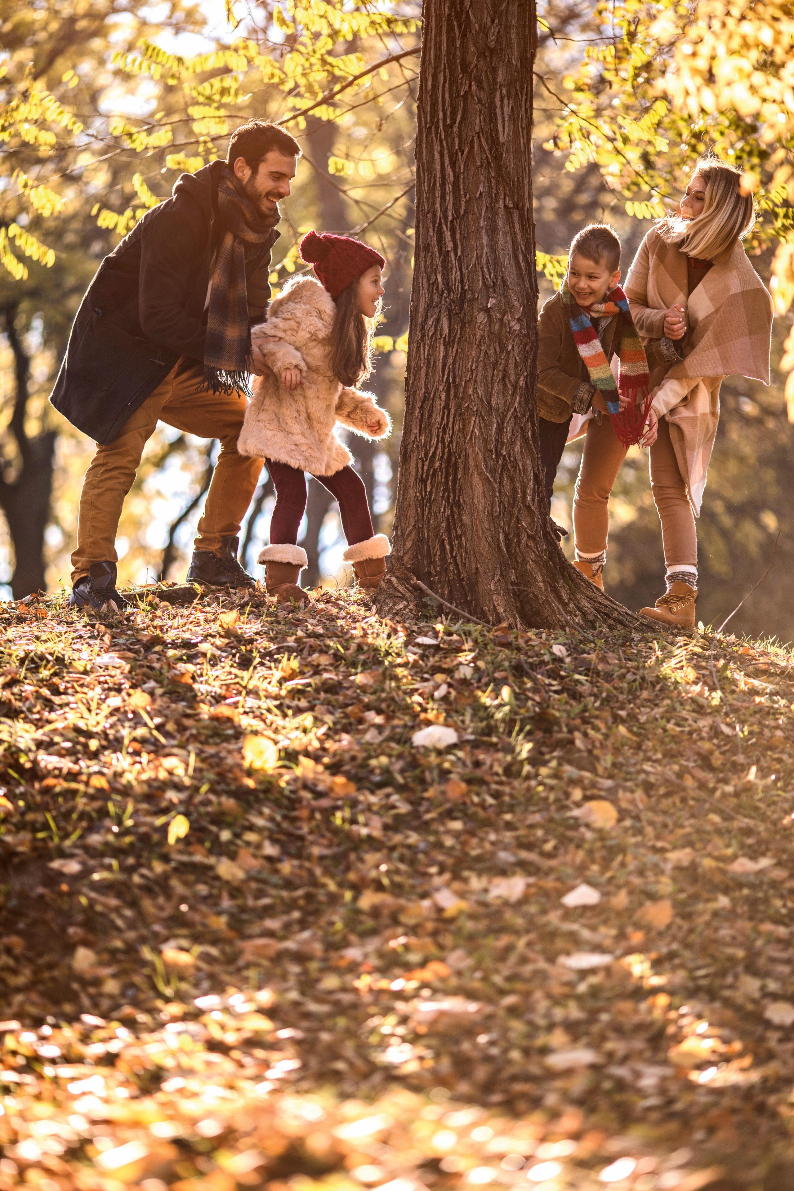 Mit Kind und Kegel durch den Wald: Den Traum von einem lebendigen Familienleben müssen MS-Erkrankte nicht aufgeben.