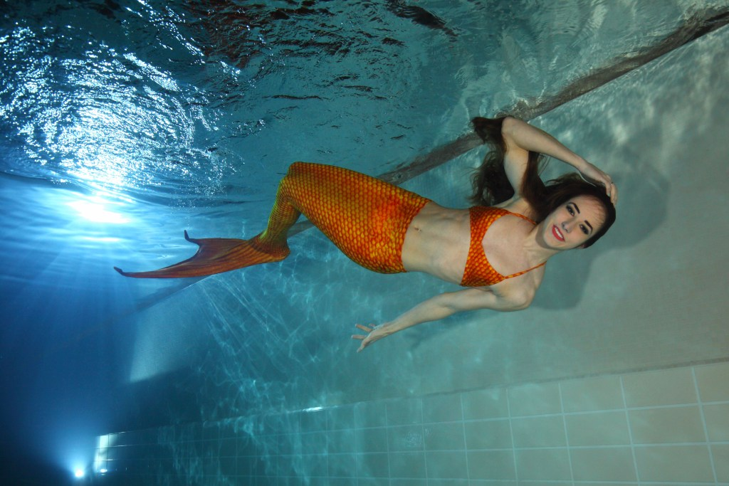 """Jetzt zur Nixe werden: Eine spezielle Schwimmflosse ermöglicht den Trendsport """"Mermaiding"""" - ein effektives Training für den ganzen Körper - Blasenentzündung"""