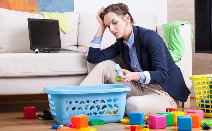 Viele berufstätige Mütter managen parallel die Kindererziehung, den Haushalt und den Einkauf. Die Ruhepausen kommen oft zu kurz.