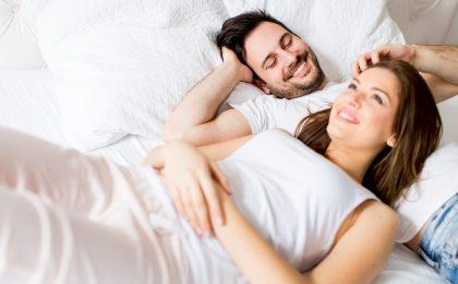 Dank einer stabilen Intimflora gehören Einschränkungen im Liebesleben der Vergangenheit an.