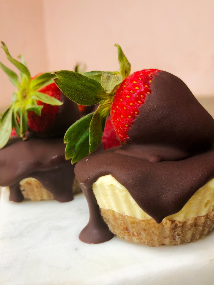 keto chocolate covered strawberry mini cheesecakes