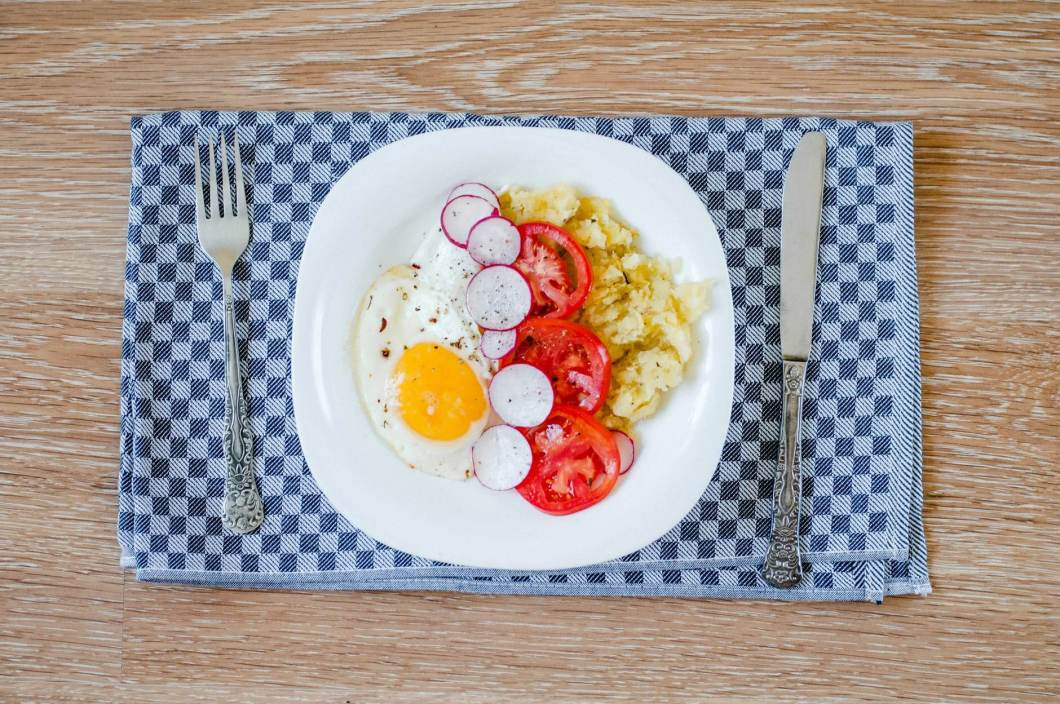 HOW MANY CALORIES IN FRIED EGG?