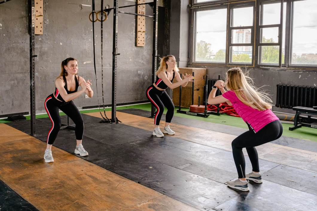 Squat : 8 Exercises to add your daily workout routine