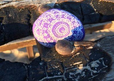 Kindnessrock over driftwood