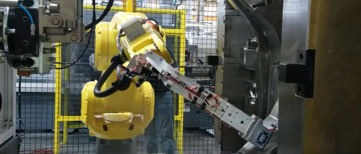 fanuc-robot-injection-molding-insert-loading-vision-guided