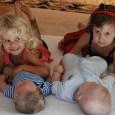 Ha kisebb testvér érkezik a családba, az eddig egyeduralkodó gyerek egész kis világa összeomolhat. Eddig ő volt a középpontban, mostantól osztoznia kell valakivel. Ezt nem minden gyerek éli meg jól. […]