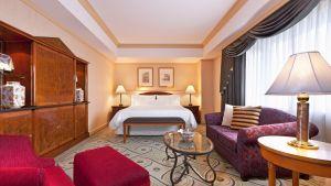 02room_suite_exe_bedroom2012