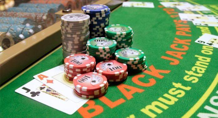 hướng dẫn chơi bài blackjack tại live casino house