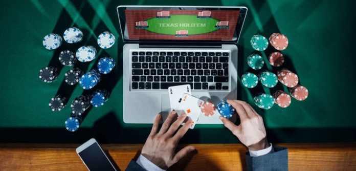 đánh bài online ăn tiền tại Live Casino House