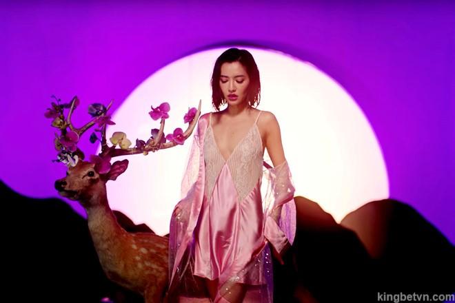 ca sĩ bích phương mặc bikini sexy gây sốc trong mv đi đu đưa đi