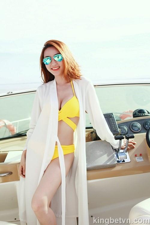 ảnh bikini nóng hổi của diễn viên ngân khánh gây bão mạng xã hội