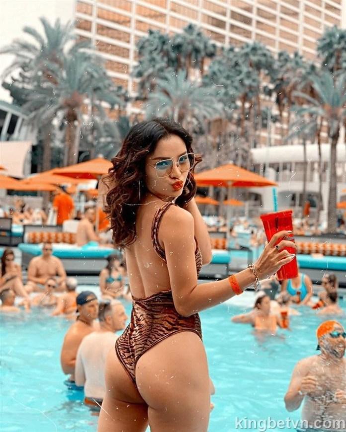 full ảnh phương trinh jolie diện bikini siêu hở hang