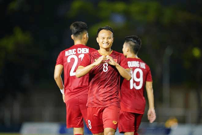 Nụ cười của Captain Quang Hải và cái nhau mày của HLV Park