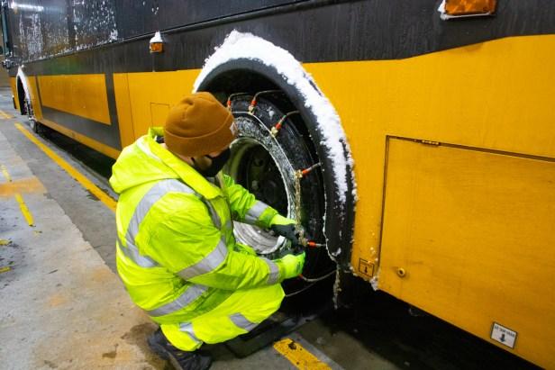 Crews chain Metro bus tires