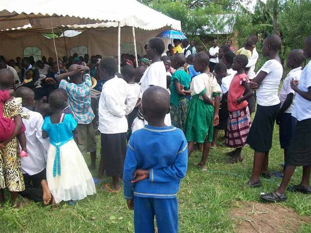 orphans-lining-up-for-treatment