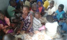 feeding the orphans at the time of flood -20160517 (3)