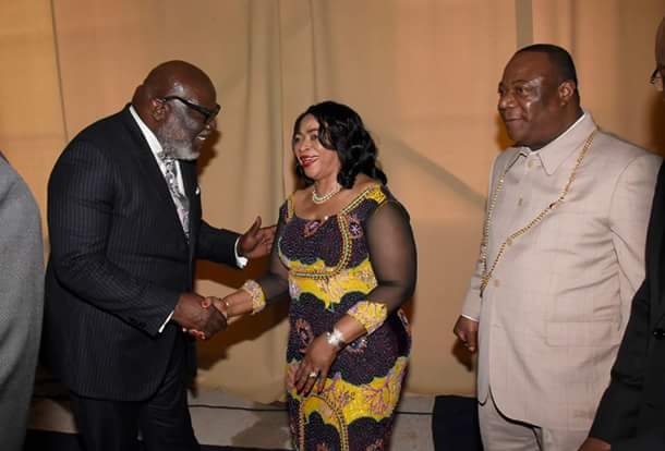 Bishop T D  Jakes Prays For Nigerian Billionaire Business Woman