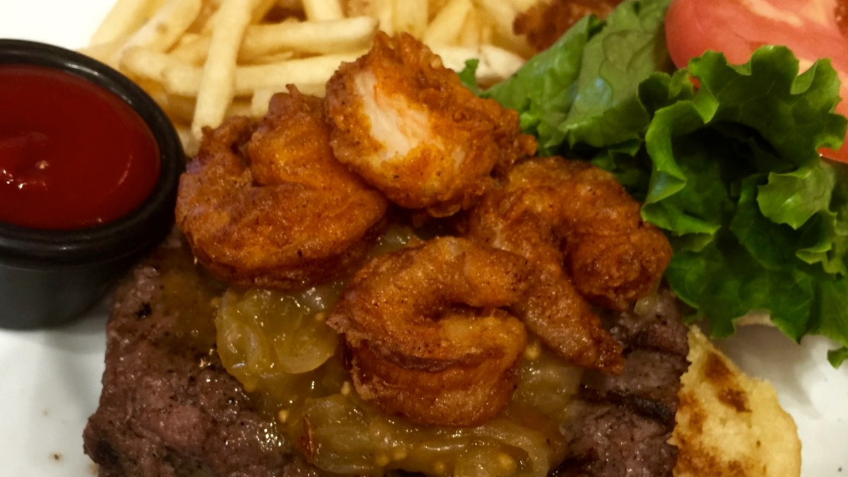Kona Cafe: Kona Surf and Turf Burger Deluxe
