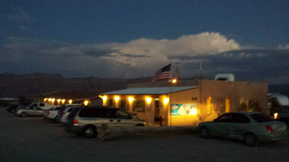 Canyons-End-Motel-and-Restaurant-Meadview-exterior-night