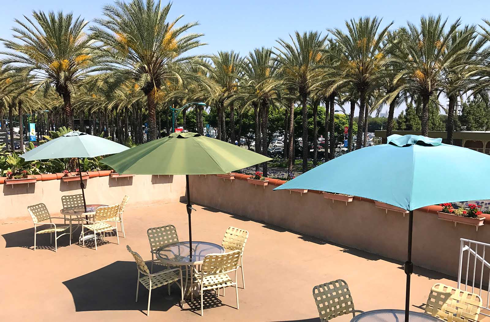 Kings-Inn-Anaheim-formerly-Super-8-Anaheim_0001_KingsInn-Anaheim-Patio-print.tif
