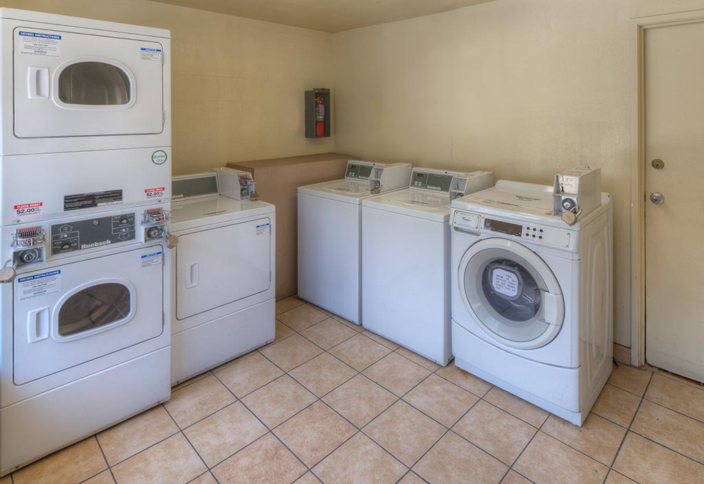 Kings-Inn-Anaheim-Hotel-with-Laundry