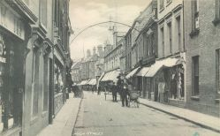 1900 (approx) High St with No 123 on far left (Trues Yard)