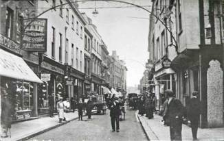 1890s High Street (Queens Head right)